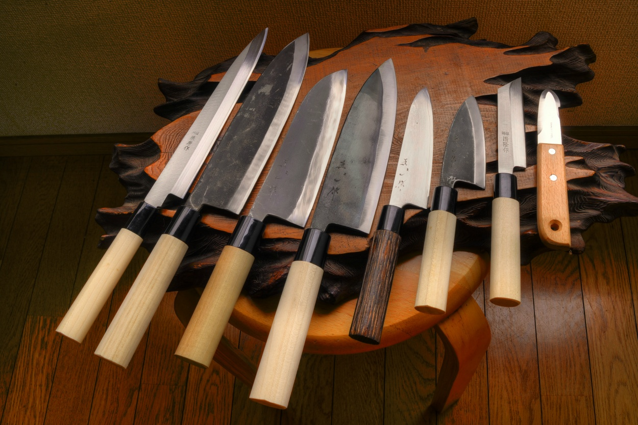 8 Knives ...